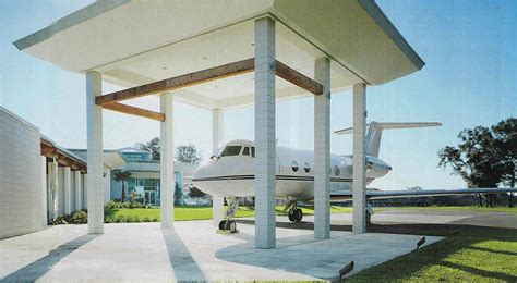 travolta s driveway is a airport literally map los angeles