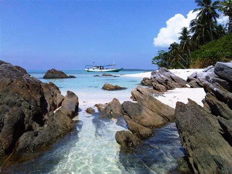 Lipstik Sariayu Karimun Jawa 02 karimunjawa national park mesmerize journeys