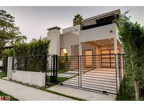 modern gate design home 25 best ideas about modern gates on pinterest timber