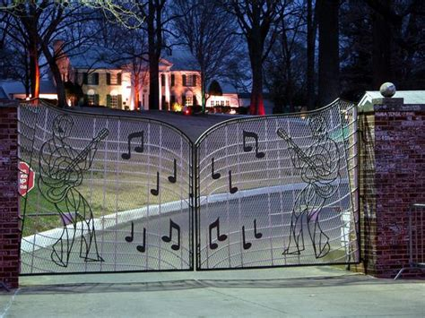 the gates of memphis design a designing center in memphis elvis s graceland aerial views of his mansion and estate