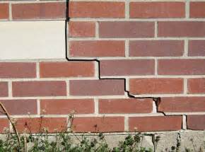 how to fix crack in wall