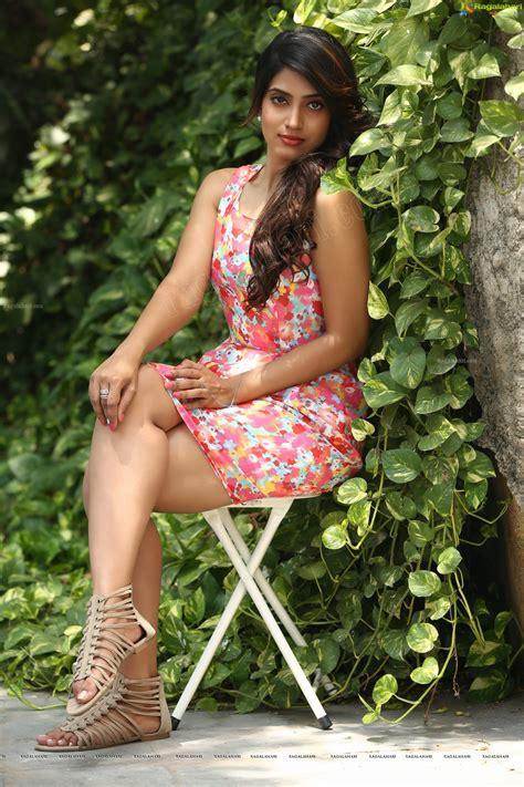tv actress sameera sherief  mini skirt exposing  sexy