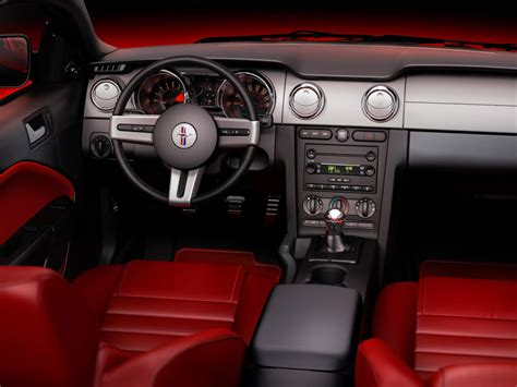 2005 ford mustang dashboard