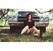 Girl And A Chevrolet Chevelle Wallpaper 4368