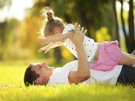 papa coge con su hija padre e hija sorprenden cantando divertida canci 243 n juntos