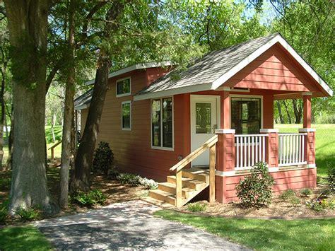Tiny Homes For Rent แบบบ านทรงกระท อมหล งเล ก ออกแบบโดดเด นในขนาดกะท ดร ด