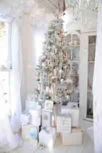 ideas of christmas tree decorations silver and white