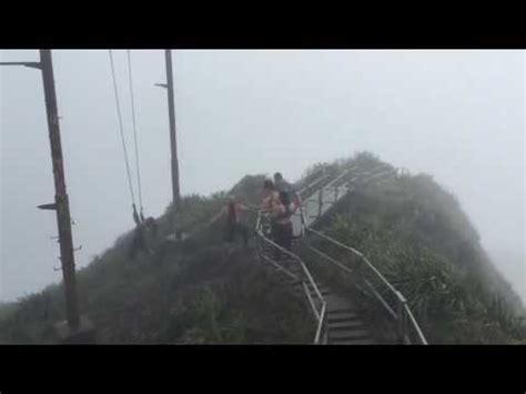 swinging heavrn swing fail in hawaii s stairway to heaven youtube