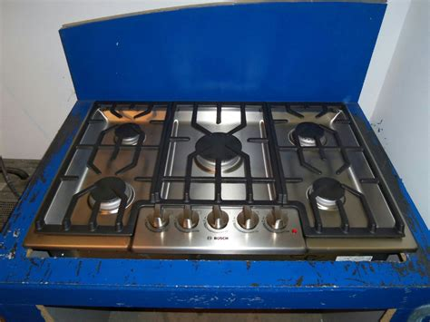 bosch cooktop bosch 800 series 30 quot gas cooktop ngm8054uc stainless steel
