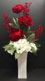 Arranging Artificial Flowers In A Vase 1000 Ideas About Red Berries On Pinterest Pine