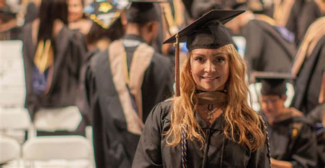 Fiu Mba Gpa by Six College Of Business Students Receive Worlds Ahead