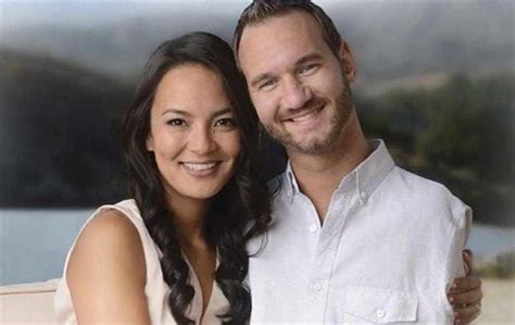biography of nick vujicic wife born with no arms legs this man is a painter swimmer