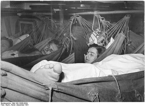 Hammock Ayunan Gantung Anak hammock tempat tidur yang disenangi anak kecil ataupun orang tua oleh faris shiddiqi