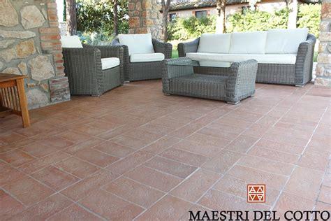 pavimenti per marciapiedi esterni pavimento in cotto per portici e marciapiedi maestri cotto