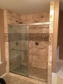 dusche mauern glazed java and white pebble tile pebble tile shop