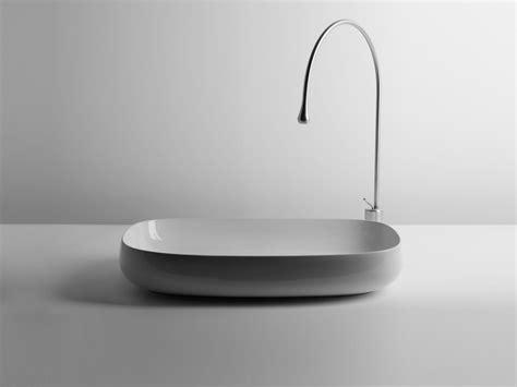 rubinetti alti lavabo appoggio lavandino design boiserie in ceramica per bagno