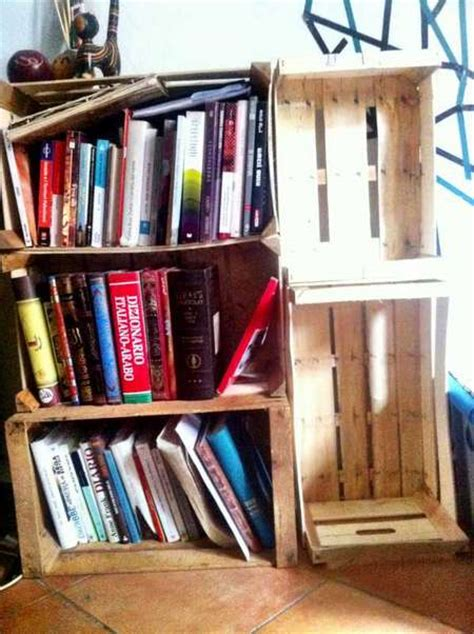 libreria cassette legno 10 librerie e scaffali dal riciclo creativo greenme
