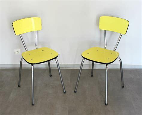 chaises formica 2 chaises formica vintage jaune le vintage dans la peau