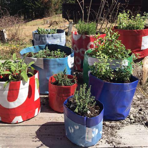 Planterbag 11 Liter Putih upcycled planter size s growbag bonsela