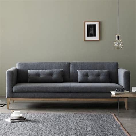 divani con struttura in legno day divano con struttura e piedi in legno imbottito e
