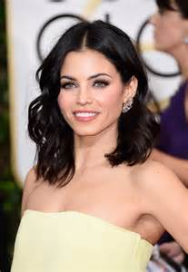 how to style dewan s hair jenna dewan tatum medium wavy cut newest looks stylebistro