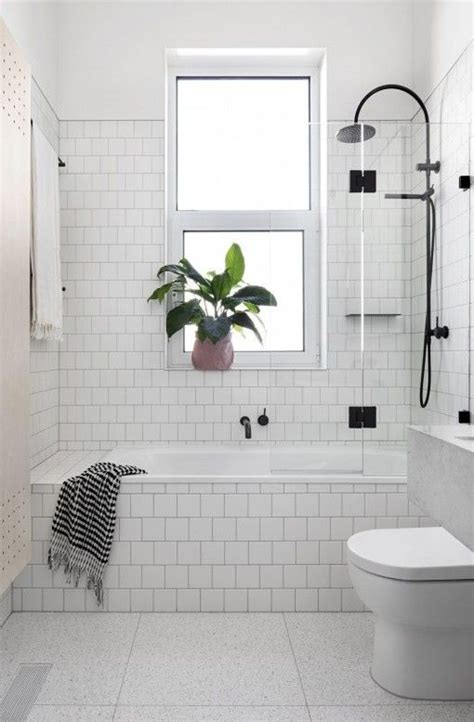White Bathroom Tile Ideas Pictures by Best 25 White Tile Bathrooms Ideas On White