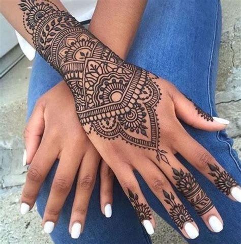 tattoo mandala en la mano 17 idee su tatuaggio sul polso su pinterest tatuaggio