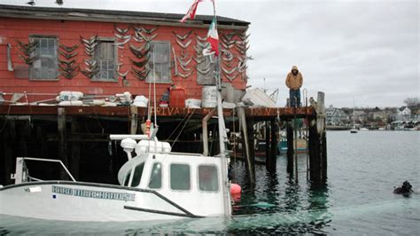 boat sinks on wicked tuna wicked tuna star s boat sinks at dock new england