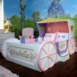 kutschenbett im kinderzimmer 14 coole ideen f 252 r schicke 25 best ideas about princess bedrooms on pinterest