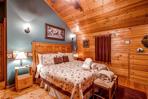 one bedroom 1 5 bath cabin with wrap around porch and gnatty branch village cabins