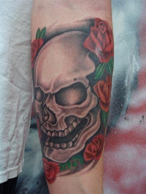 tatuajes de calaveras con rosas batanga