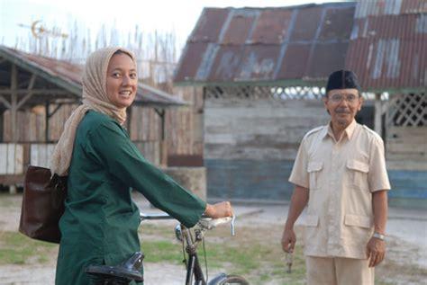 film laskar pelangi terbaru riwayat hidup bu muslimah laskar pelangi sosok guru
