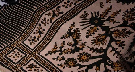 Jenis Batik Batik batik tanah liat bahasa minangkabau batik tanah liek adalah jenis kain batik yang berasal