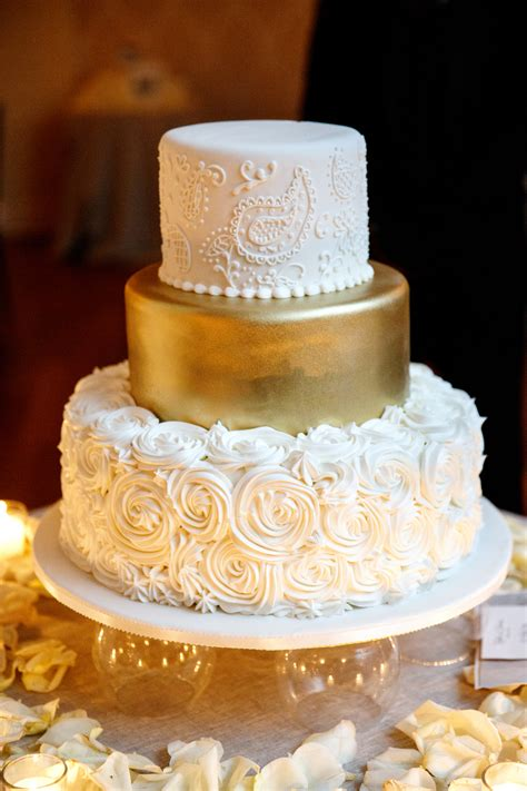 Golden Wedding Cakes by Rosette Gold And Paisley Wedding Cake Breathtaking