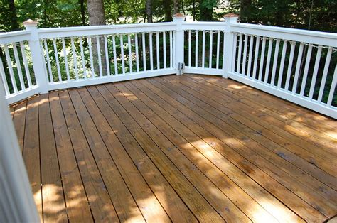 cleaning  staining decks