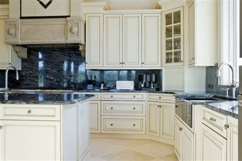 white cabinets black granite what color backsplash 36 inspiring kitchens with white cabinets and granite
