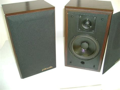 pair of polk audio monitor 4 bookshelf speakers saanich