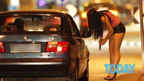 libro the pimping of prostitution prostituta col pancione fila di clienti che pagano anche il triplo per la prestazione