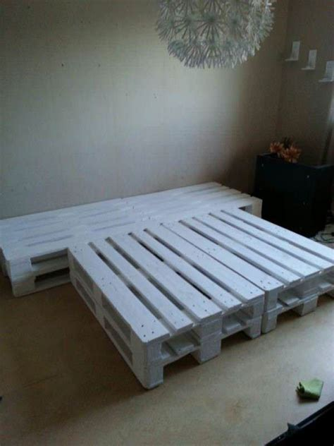 Pallet Bedroom Set by Best 25 Wooden Pallet Beds Ideas On Bed With