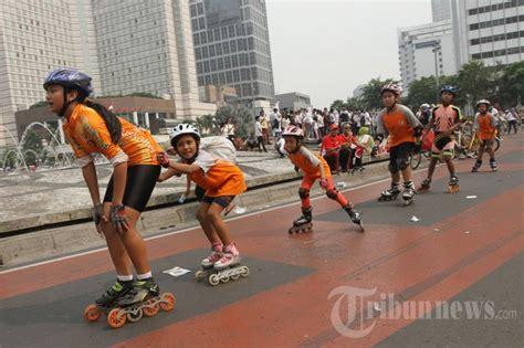 Sepatu Roda Banjarmasin Berlatih Sepatu Roda Di Bundaran Hi Foto 3 811842 Tribunnews