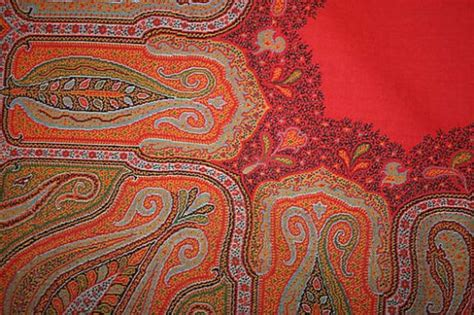 paisley pattern history the paisley shawl threads of history hubpages