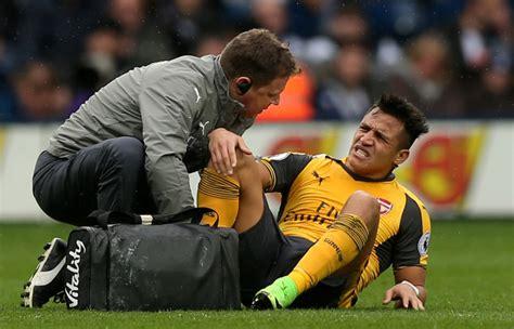 alexis sanchez knee injury arsenal news alexis sanchez risks new row with arsenal