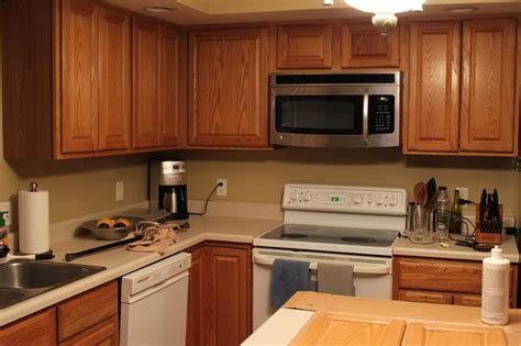 paint colors for kitchens with golden oak cabinets selecting the right kitchen paint colors with maple