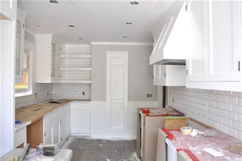 Paint colors / Benjamin Moore   Shoreline and Simply White