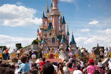 disneyland paris 52 off ticket price uk family break how to find disneyland paris deals for 2018 adults save