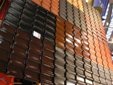 klinkersteine für wohnzimmer dachziegel pfannen verschiedene farben bauunternehmen