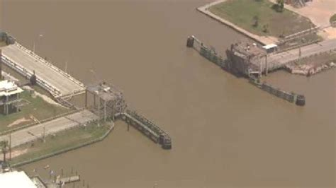 sargent swing bridge swing bridge sargent texas slammed by barge fishsargent