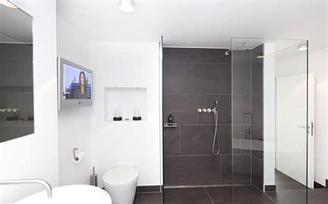 Badezimmer Fliesen Notwendig by Badezimmer Farbe Bad Streichen Ist Spezielle Farbe