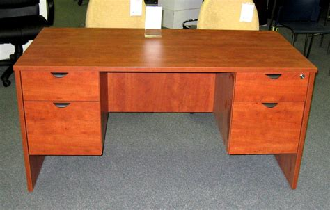 Cherry Desk How To Select A Cherry Desk Homes And Garden Journal