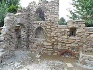 ruinenmauer im garten ruinenmauer im garten kunstrasen garten